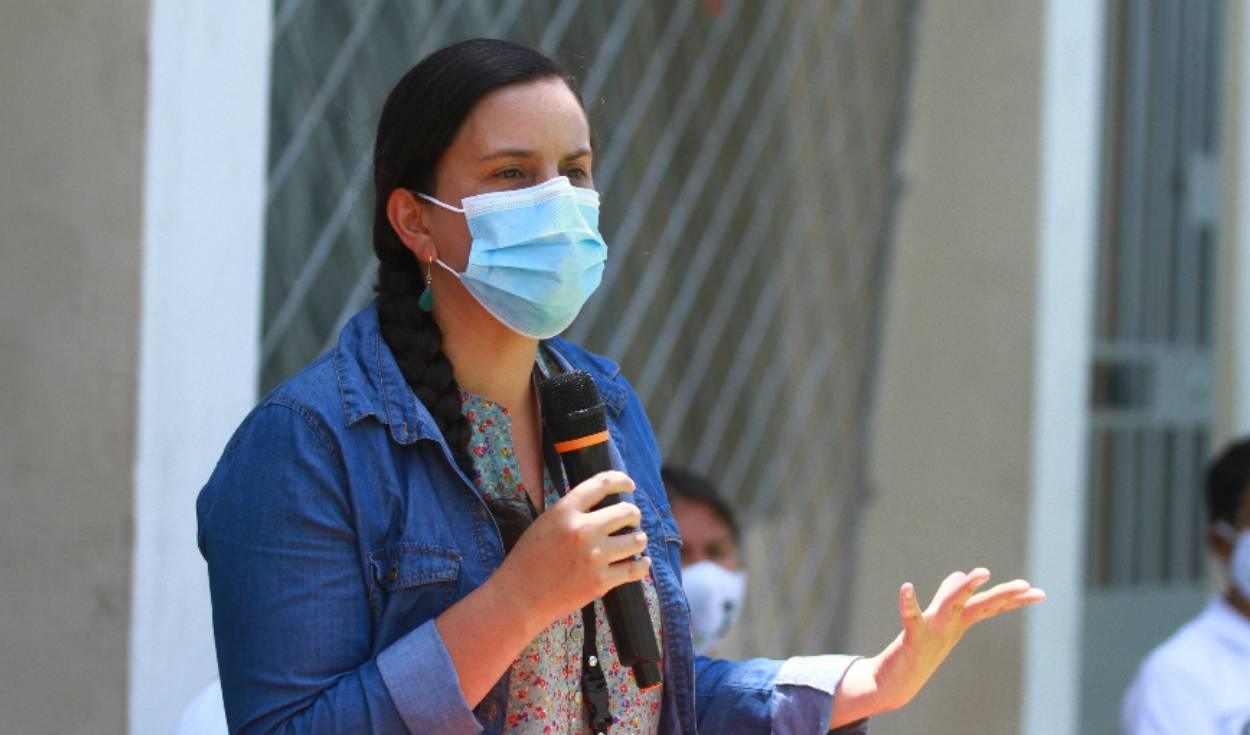 Verónika Mendoza expone sus propuestas ante el electorado. Foto: La República